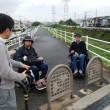 同じく「にせんねんばし」  車椅子・ベビーカーは、遊歩道から歩道へ出ることができません。